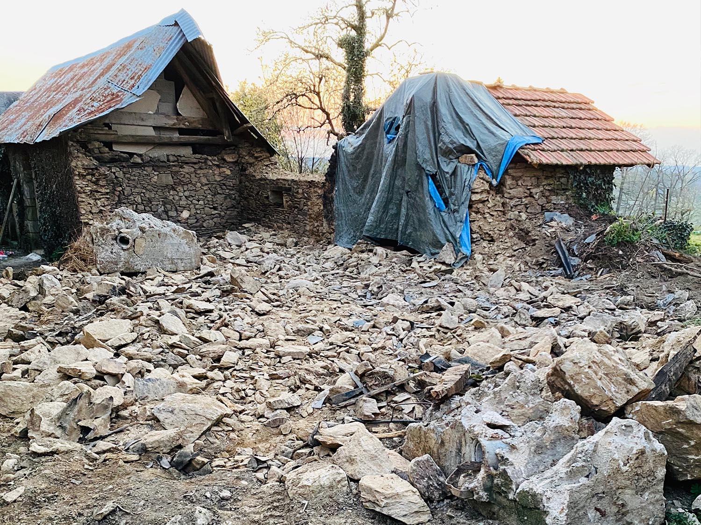 tp-gaillard-terrassement-assainissement-brive-photo-démolition-étable